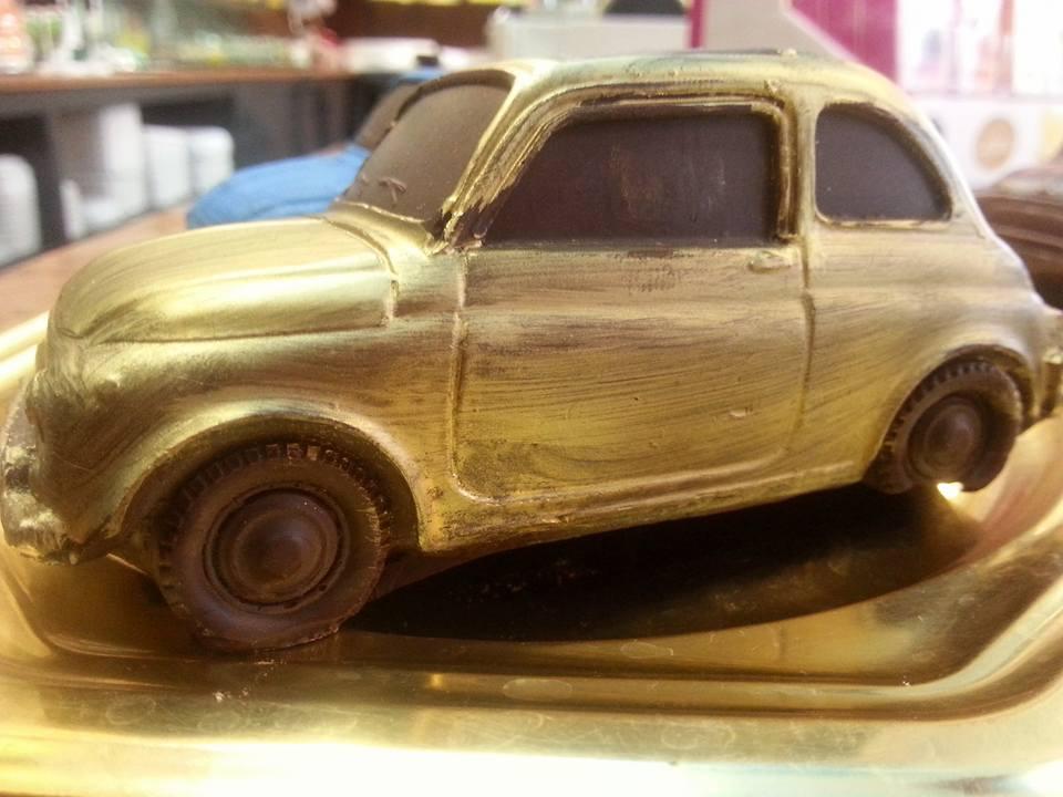 modellino di macchina al cioccolato