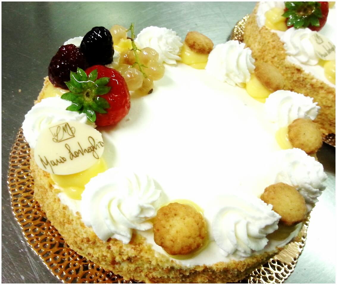 torta con frutata e panna montata