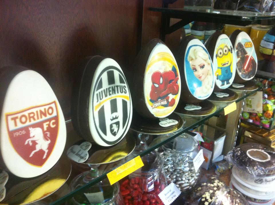 uova di cioccolato per Pasqua con decorazione