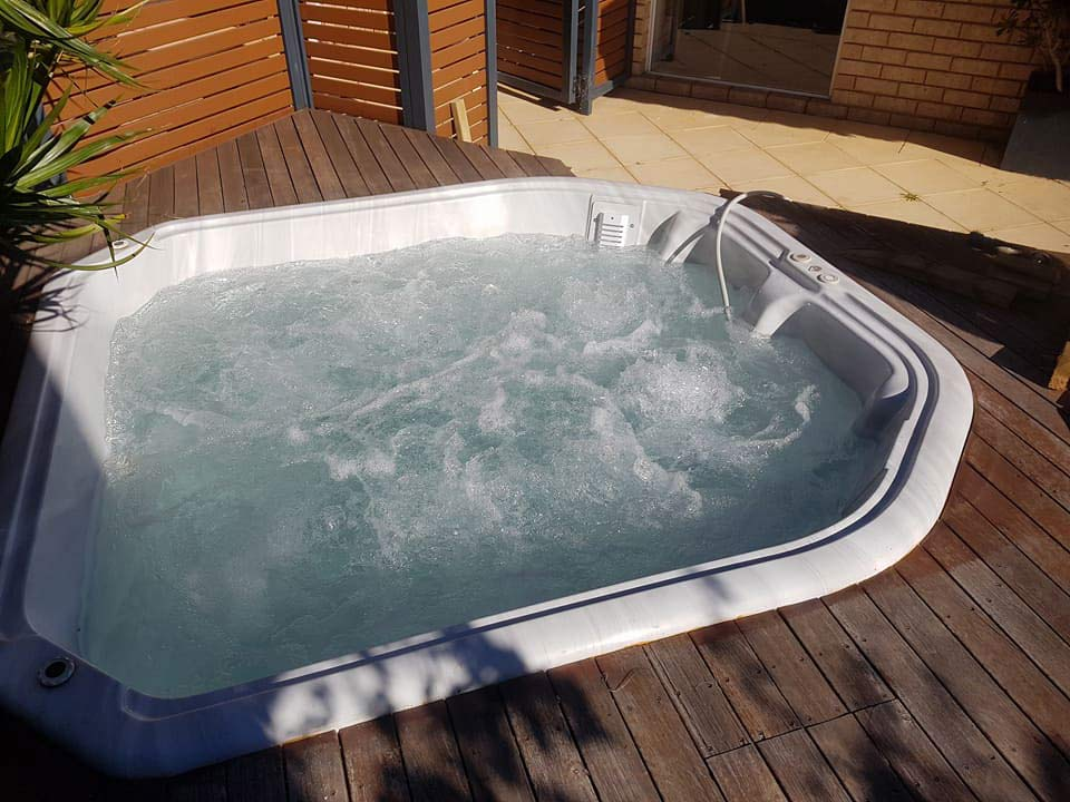 white outdoor spa tub