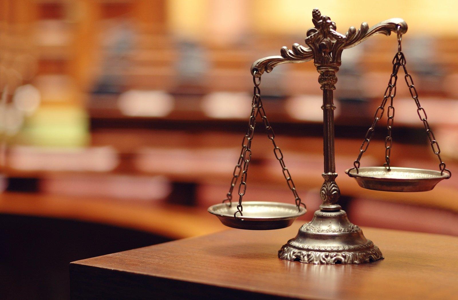 una bilancia, simbolo della giustizia