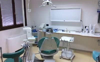 chirurgia orale dentista Bologna