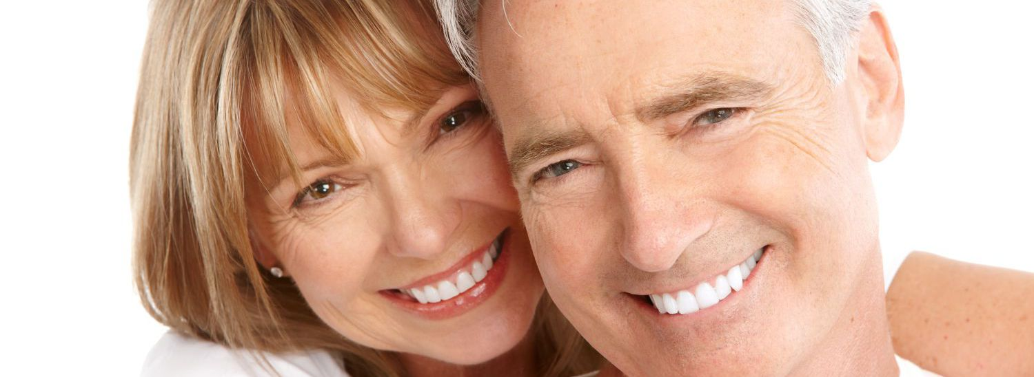 Couple satisfied with the cosmetic dentist in Cincinnati, OH
