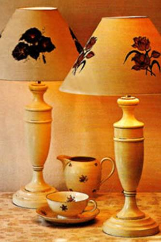 Painted urn shaped lamp