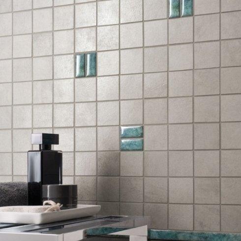 Bagno con mosaico in Grès Porcellanato