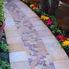 Pavimento in mosaico di pietra naturale