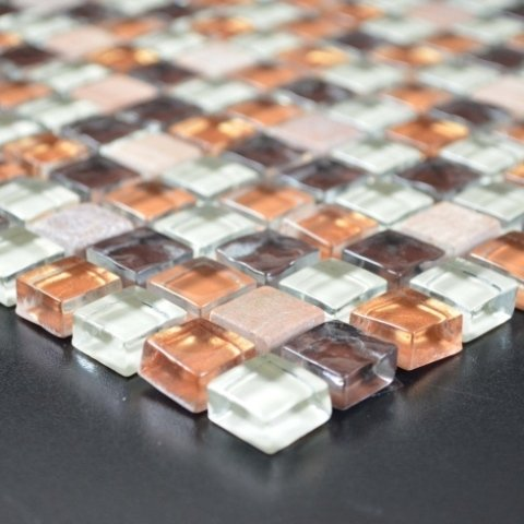 Dettaglio mosaico effetto vetro opaco
