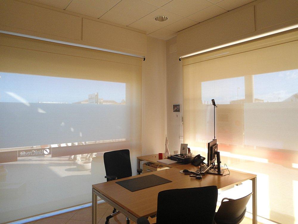 piccolo e semplice ufficio interno