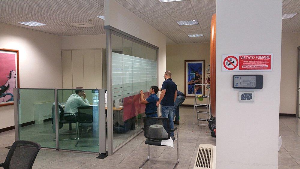 bella ufficio interno con lavoro dipendente