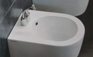 bidet in porcellana