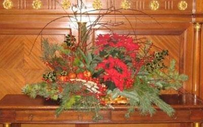 composizione floreale in chiesa