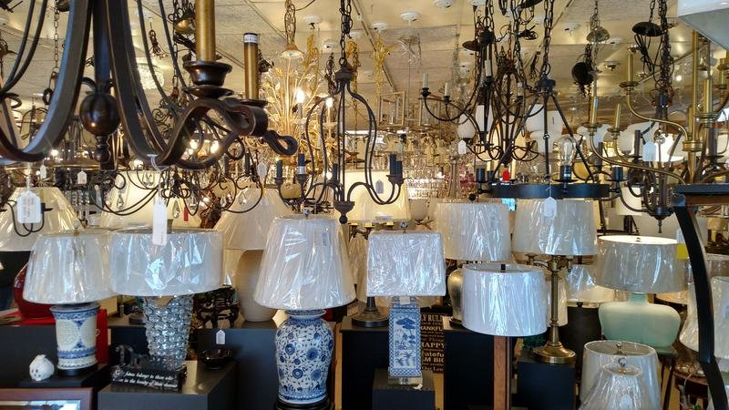 Selection of lamps and hanging ceiling fixtures