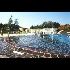 piscina lastricata