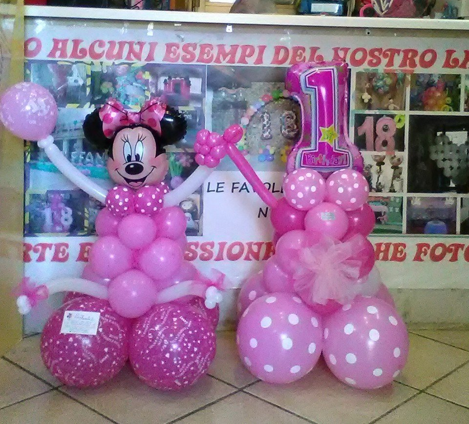 Decorazione con dei palloncini di color rosa a forma di Minnie