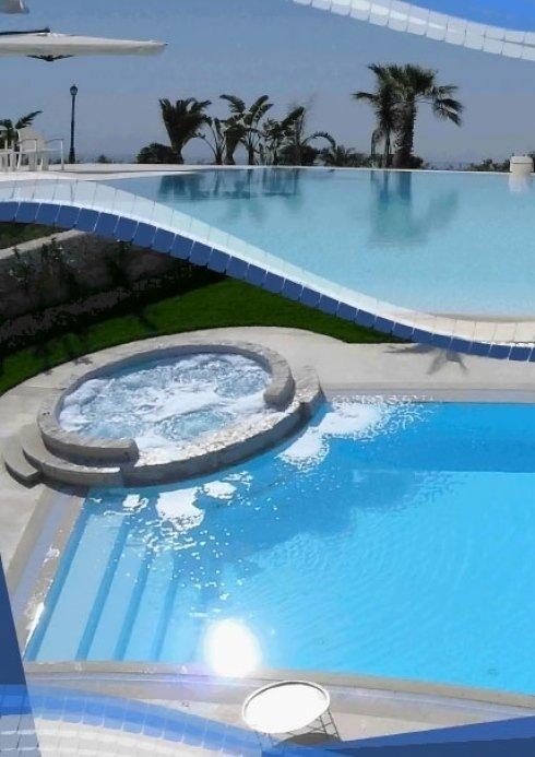 piscina con vasca idromassaggio