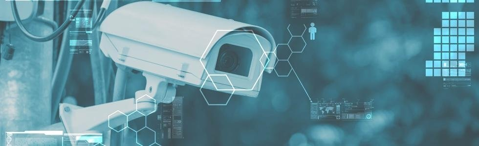 Macchina fotografica del CCTV e tecnologia di sorveglianza sullo sfondo
