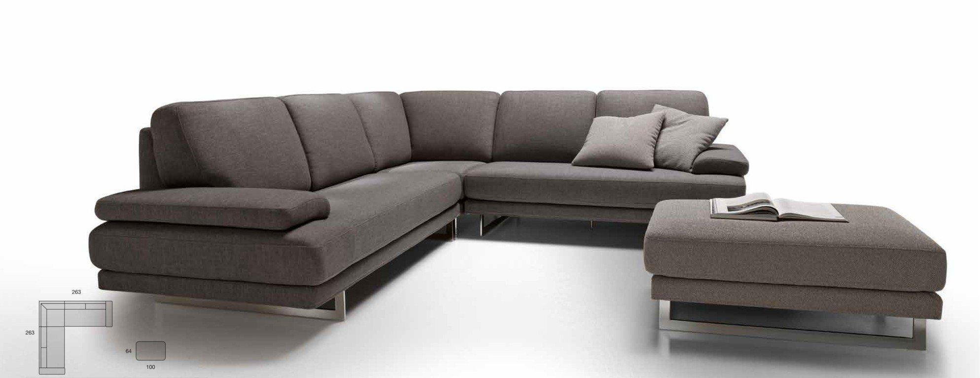 Divano grigio da soggiorno ad angolo