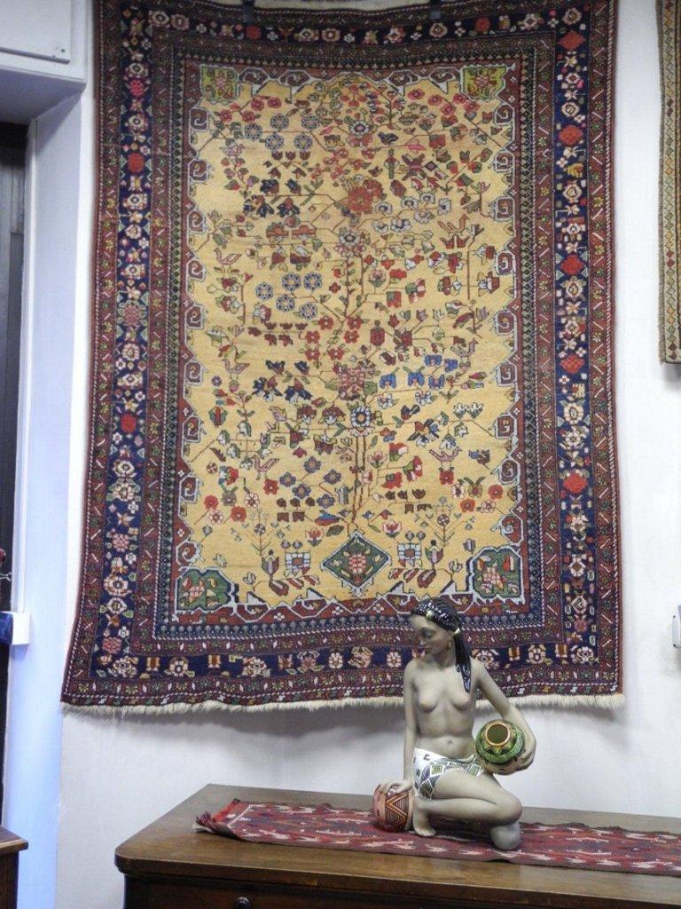 tappeto persiano esposto