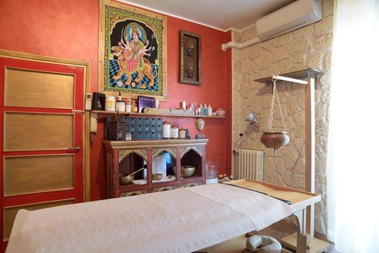 Lettino Per Massaggio Ayurvedico.Trattamenti Di Ayurveda Milano Il Tempio Dell Estetica