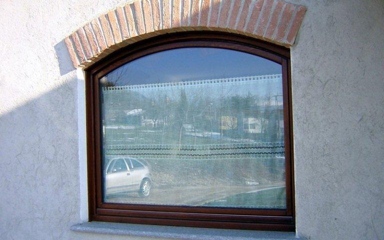 realizzazione finestra centinata
