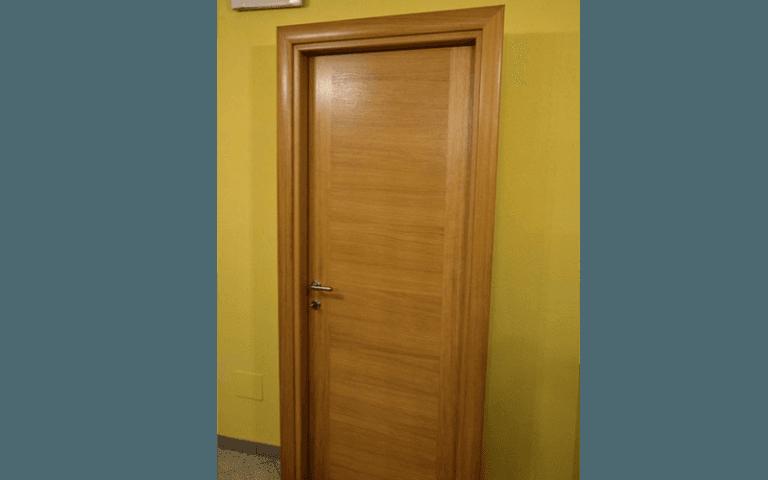 vendita porta castagno