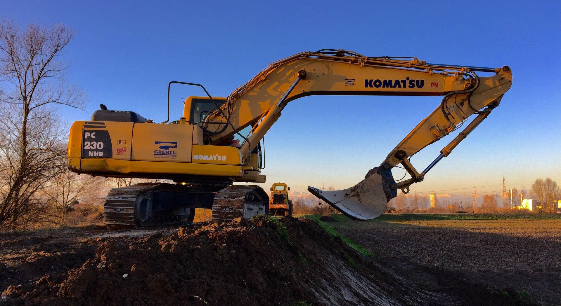 trattore in mezzo alla costruzione