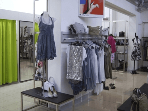 Negozio di calzature, abbigliamento, visione 5