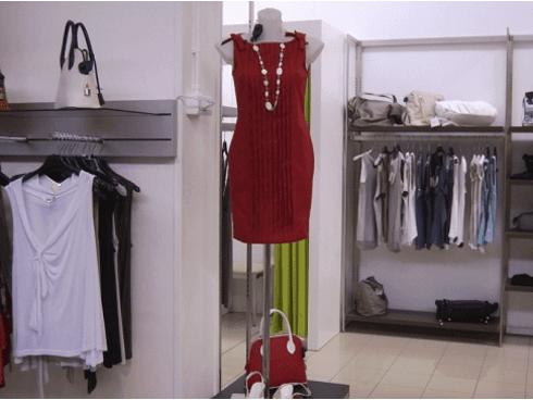 Negozio di calzature, abbigliamento, visione 7