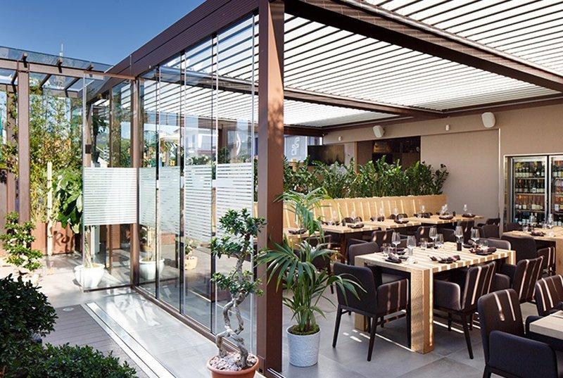 villa e giardino con gazebo