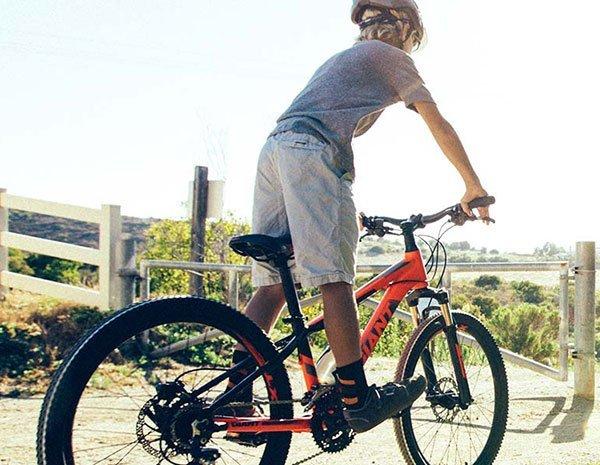 bambino su bici