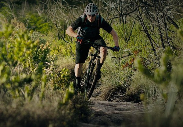 ciclista in MTB