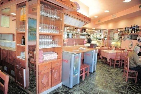 L'interno della pizzeria
