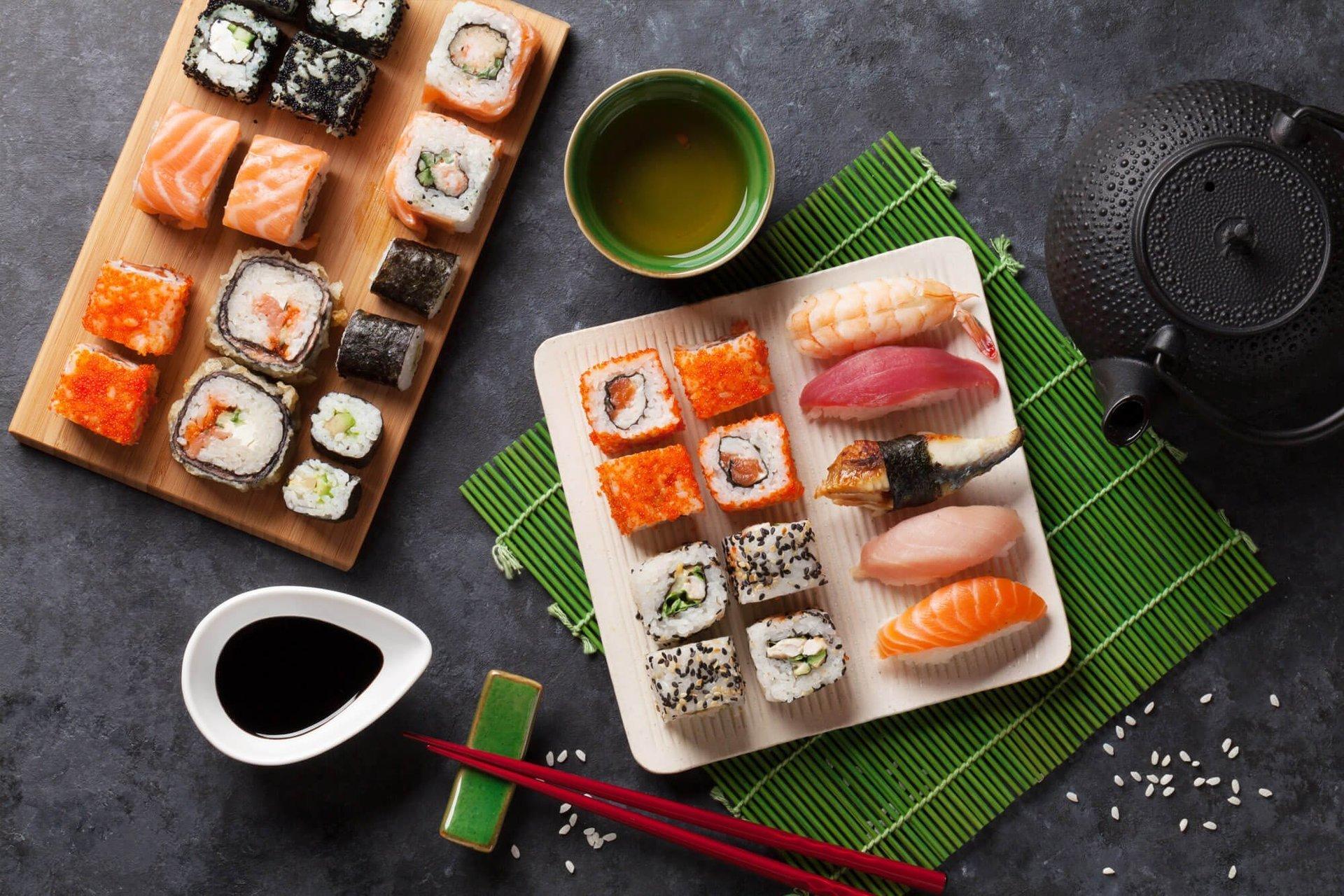 varietà di sushi