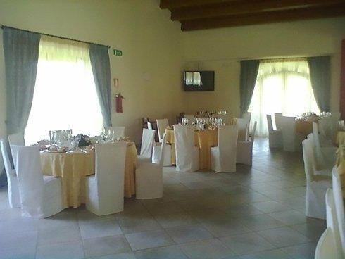La trattoria Da Antonia dispone di ambienti in grado di accogliere eleganti cerimonie.