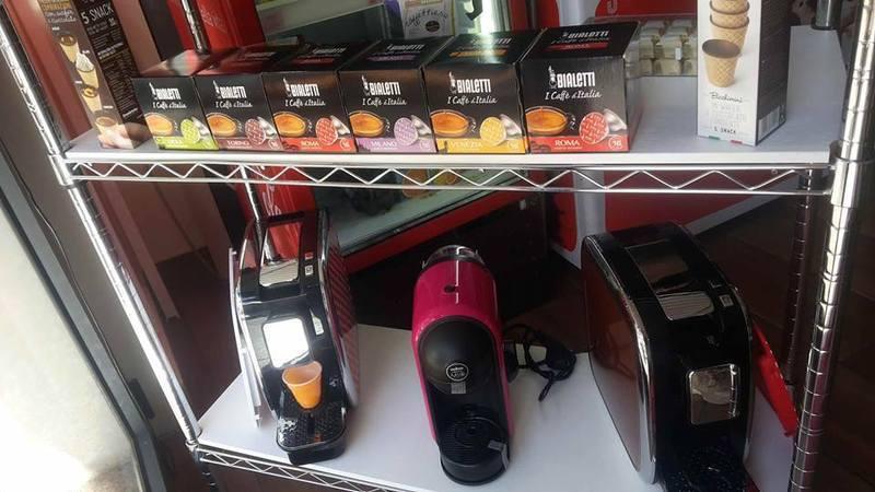 delle confezioni di cialde Bialetti e delle macchinette del caffè'