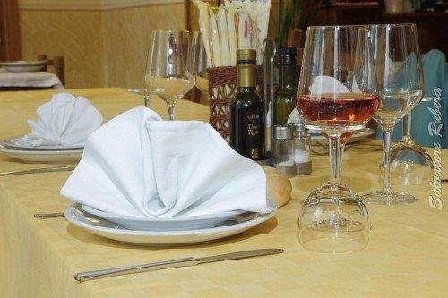 un tavolo apparecchiato
