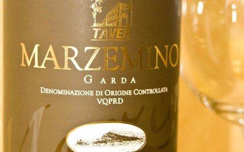 una bottiglia di vino Marzemino