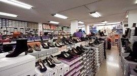 Negozio di calzature e scarpe uomo donna bambino