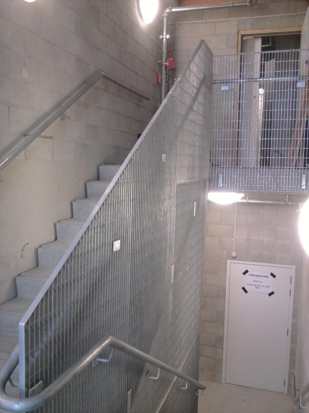 Mesh partition & handrail