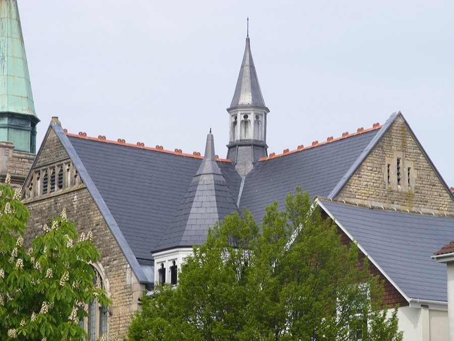 Church re-roof:  natural Spanish slate – Barnet