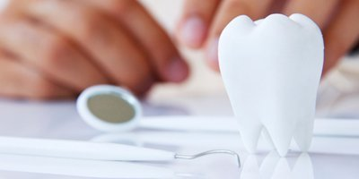A dentist planning to install dental bridges in Mordialloc and Aspendale