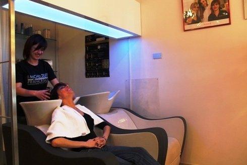 lavaggio capelli cromoterapico firenze