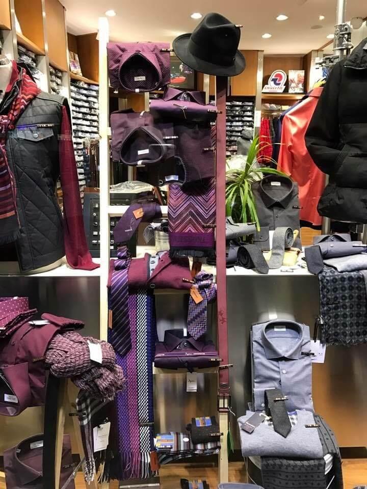 foto d'interno di negozio d'abbigliamento