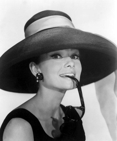 Audrey Hepburn vestita con accessori su misura