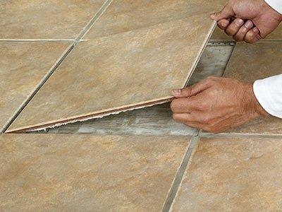 posa di piastrelle da pavimento