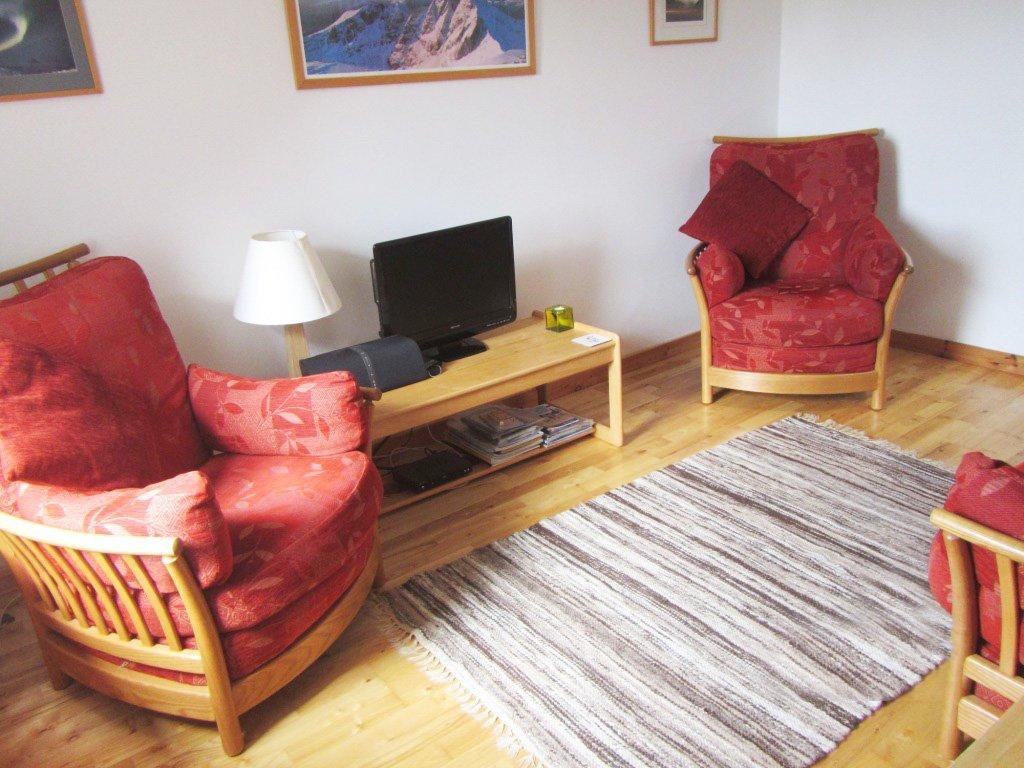 Cairns Cottage - Lounge