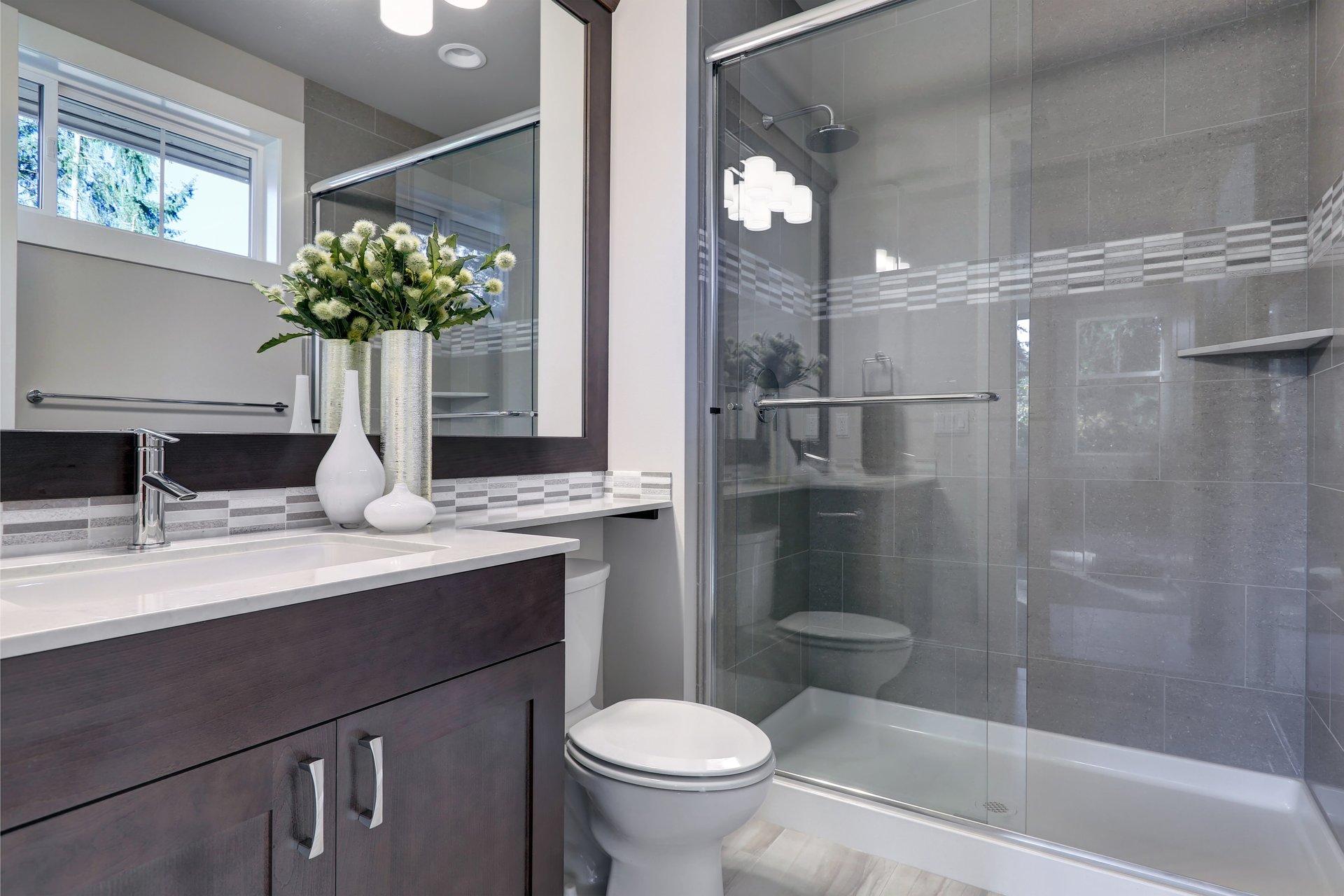 Soluzione in vetro per bagni, modello 5