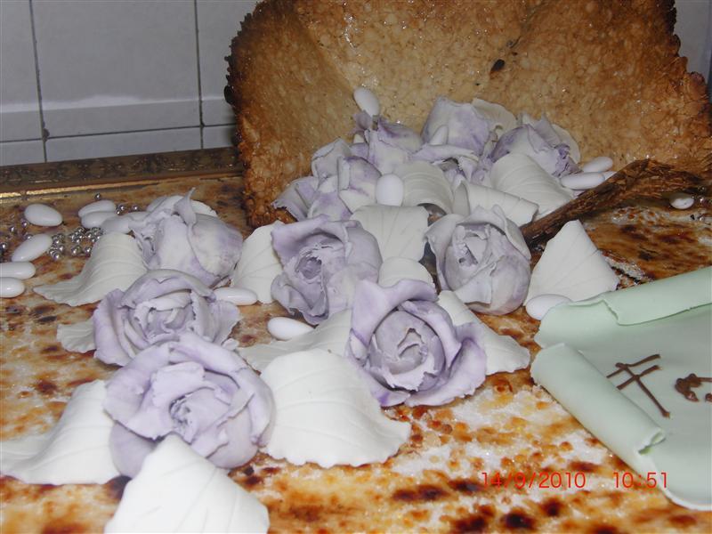 Rose di zucchero lille e bianche