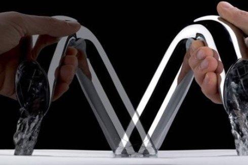 Rubinetto di acciaio a forma di tubo e mobile