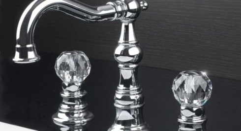 Originale rubinetto di acciaio con doppio